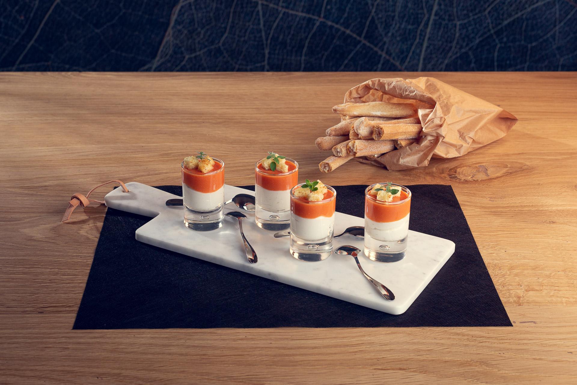 Bicchierini di ricotta Ferrero e gazpacho di pomodoro