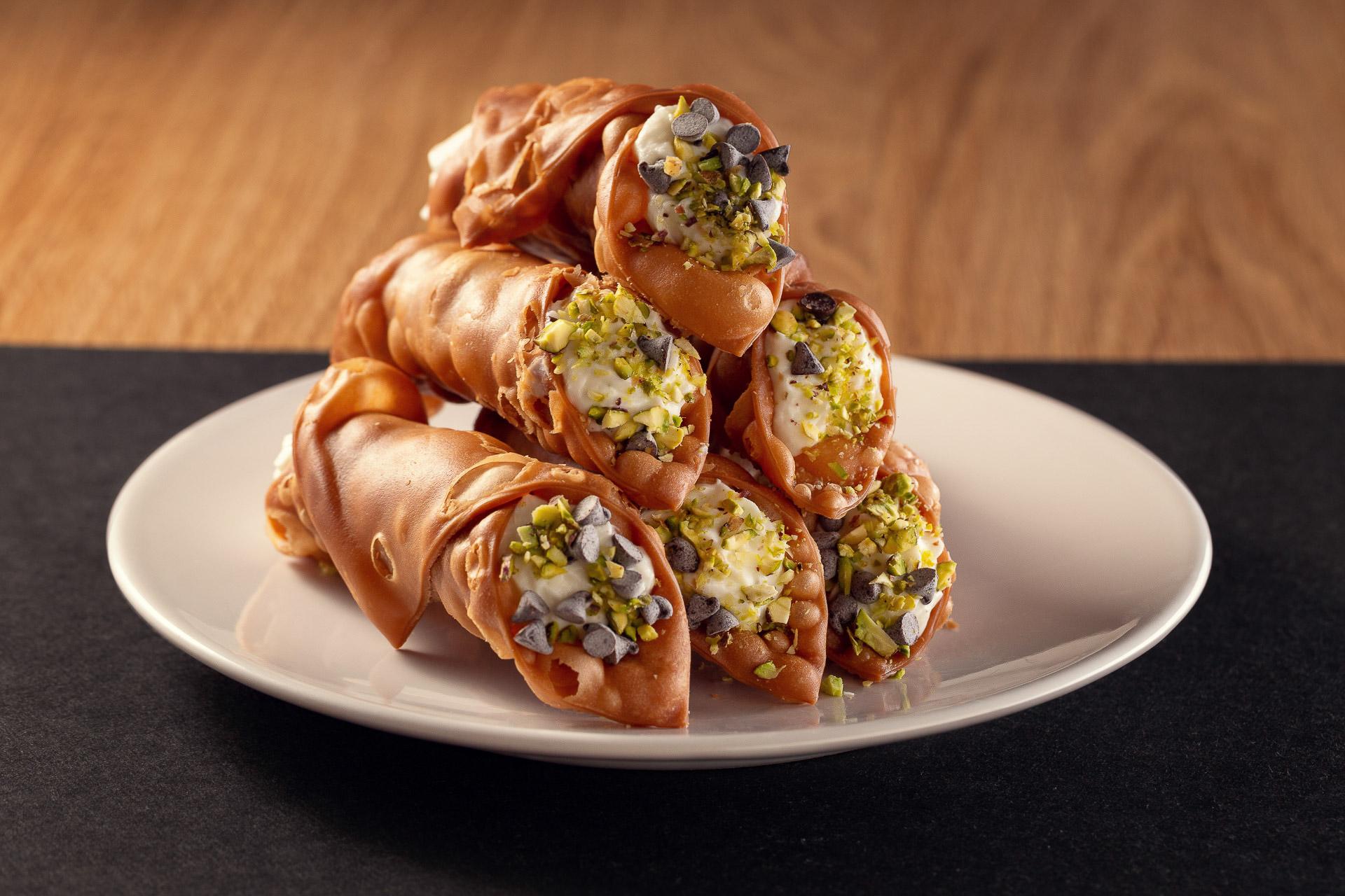 Cannoli di ricotta Ferrero, arancia e pistacchio
