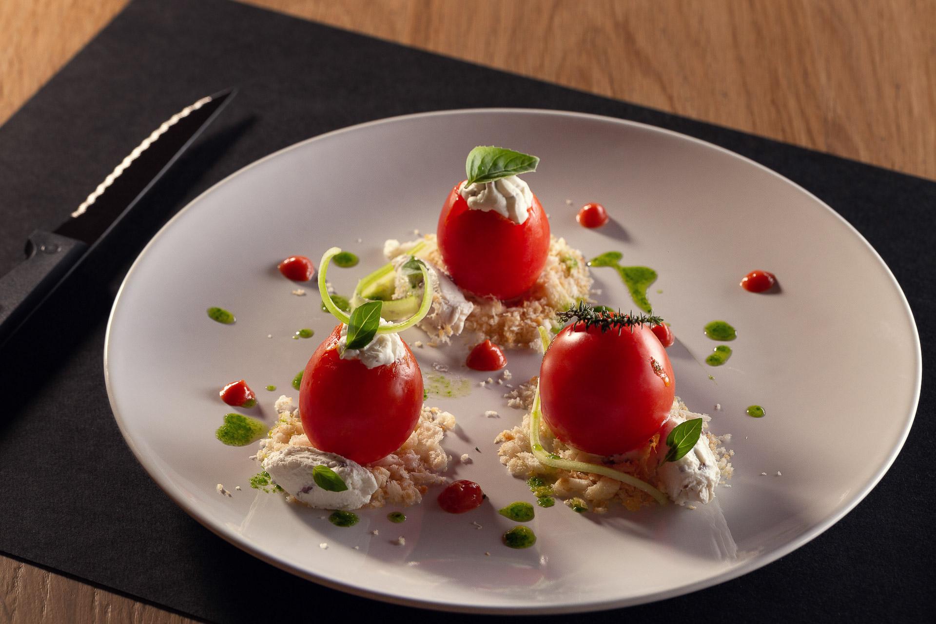Pomodori ripieni di spalmabile di mucca Ferrero