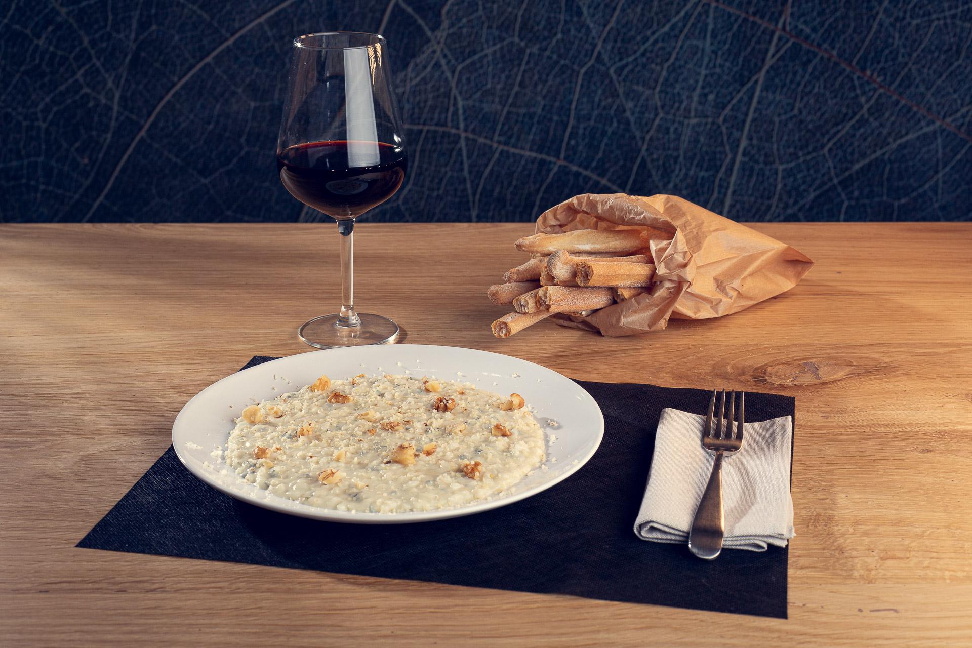 Risotto mantecato al gorgonzola Dop, passito e noci