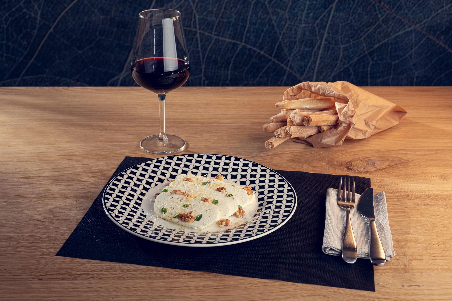 Robioletta Ferrero, noci e origano fresco